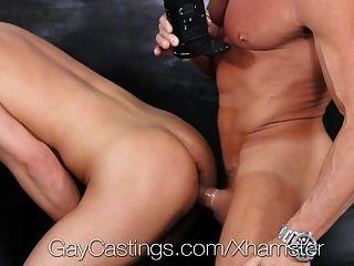 獵人頁面上第一個同性戀色情片試鏡