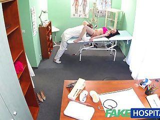 fakehospital醫生公雞說服性感的病人