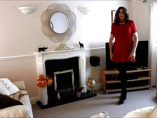 alison在她的紅色連衣裙和連褲襪更多的spunk