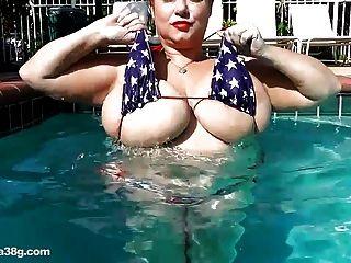 bbw超級明星samantha 38g播放與大山雀在游泳池
