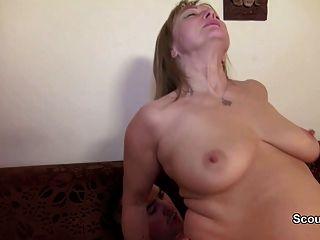 德國媽媽和爸爸他媽的第一次肛門後看色情