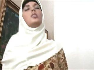 穆斯林在頭巾有一個驚人的身體和喜歡他媽的