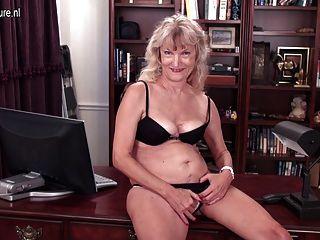 老奶奶仍是一個骯髒的妓女