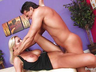 女按摩師布魯克橫幅得到她的客戶很難