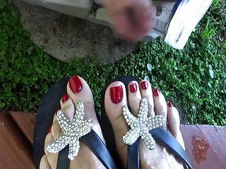 揉搓她的腳趾