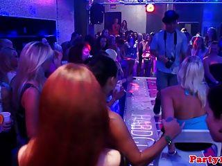 真正的歐元bachelorette吮迪克俱樂部聚會