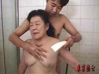 日本奶奶享受性