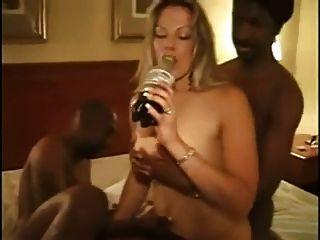 熱的業餘金髮妻子得到性交bbcs