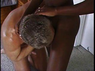 相當非洲milf由白人性交