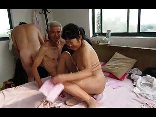 亞洲祖父三重奏與成熟的女人