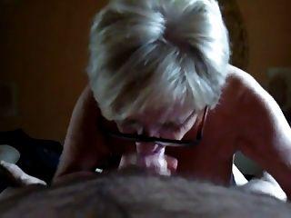 奶奶與大山雀吸和手工作。