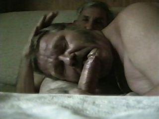 兩個德國爺爺吸吮他媽的