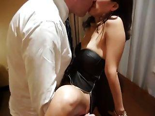 亞洲妻子借給老闆