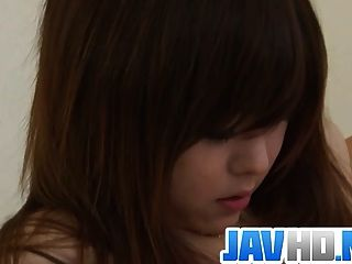 日本美容開裂她濕的陰部在討厭的行動