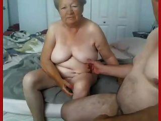奶奶和爺爺赤裸在凸輪上