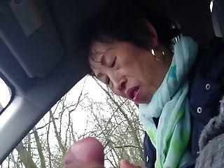 自製,老中國女士wanks公雞在車裡