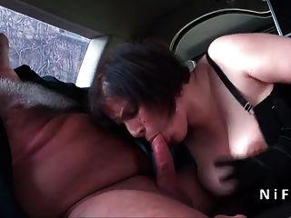 性感bbw法國成熟硬肛門他媽的在豪華轎車