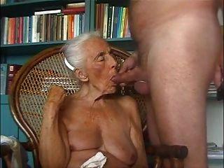 奶奶愛年輕公雞