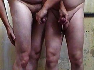 漂亮的看法,兩個傢伙,手淫對方公雞