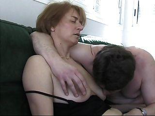 法國熱的妻子準備被他媽的努力!