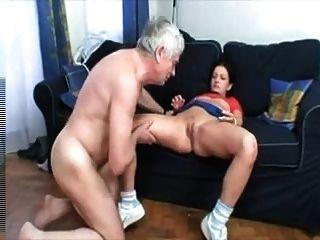 老人cums在年輕的貓