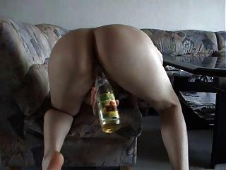 heike fickt sich mit einer flasche