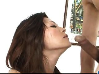 ryo sasaki喜歡公雞deepi在她多汁的灌木