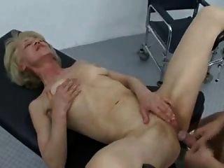 奶奶肛門訪問醫生