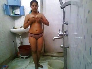 印度女孩沐浴裸體