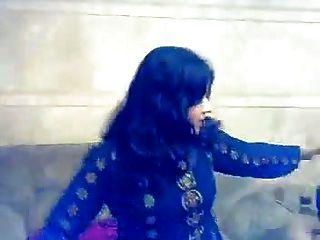 執行在私人mujra的回教女孩