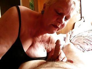 更老的妻子執行雜亂口交
