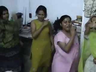孟加拉國宿舍女孩跳舞