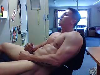 str8傢伙在他的房間裡衝