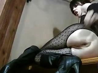 熱拳擊手在拳擊她的unt子和屁股的女用貼身內衣褲
