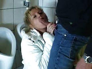 德國成熟進入浴室吸和他媽的