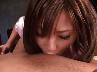 可愛的女人的口交甲板情人打開貓