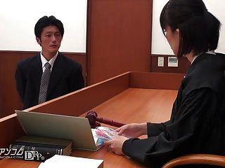 亞洲律師不得不他媽的在法院02