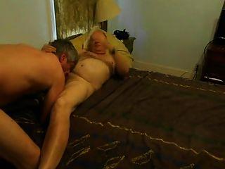 爺爺戀人在臥室裡