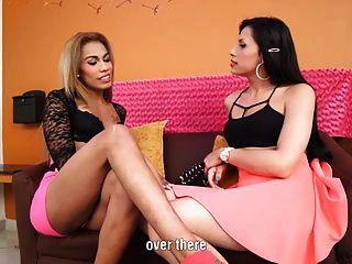 性感的瑪麗安娜粉紅色和貝拉在ts行動