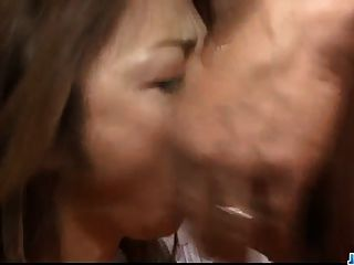 sara seori使她的嘴唇和緊的洞魔術