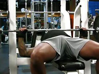 jc顯示了在健身房打盹的迪克打印