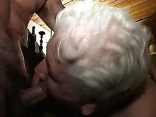 奶奶與年輕人1