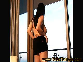 busty紋身和刺穿的jane剝離在酒店房間mr b