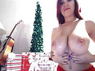 tessa fowler聖誕節胸部
