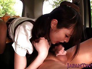 日本mihono sakaguch他媽的在車裡