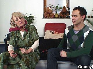 孤獨60歲的老奶奶喜歡陌生人
