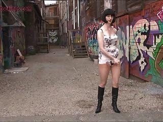 街頭成熟流浪漢在性靴子