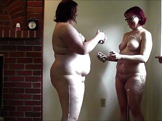 胖的怪異女孩戰鬥與愚蠢的字符串