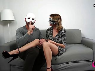 milf與她的丈夫和大假陽具一起玩