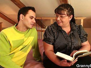 胖的奶奶和男孩